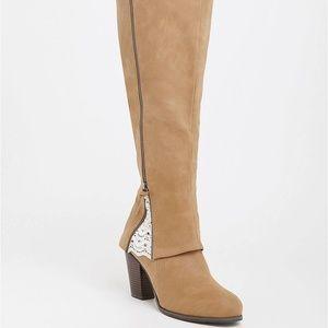 Torrid 7.5 W Boots Knee High Crochet Wide Calf Tan